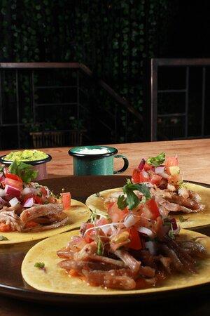 Tacos de carnitas confitadas