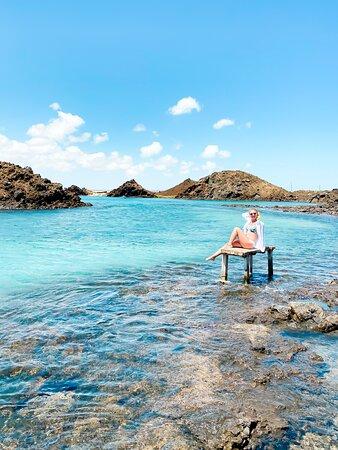 Fuerteventura, Spanje: Я влюбилась в самый маленький остров Канарских островов. Где проживает 8 семей ) у которых есть свои лодки как личное такси на Фуэртовентуру.