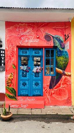 Nuestra fachada, mural elaborado por @chucho.za.ro_
