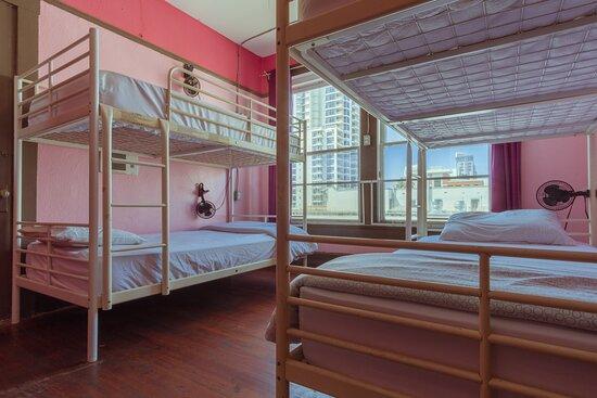 San Diego, Californië: 4 beds female dorm room