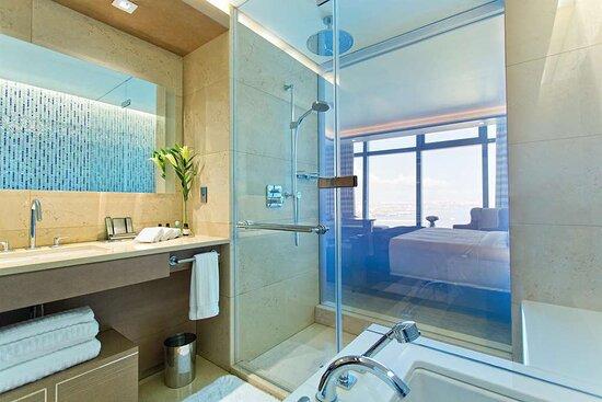 Deluxe Room Bathroom, Sea View