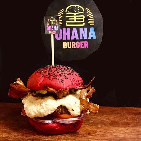 aquele maravilhoso e suculento burger artesanal . de 180g de blend de fraldinha no paozinho de pimenta biquinho , cebola roxa , creme de provolone ,e fatias de bacon crocante de acompanhamento uma deliciosa maionese de alho defumado