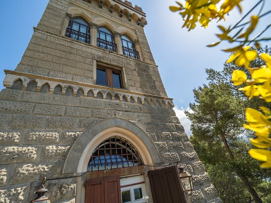 Monterosso al Mare, Italy: La Torre dei Merli Exclusive Rental Property