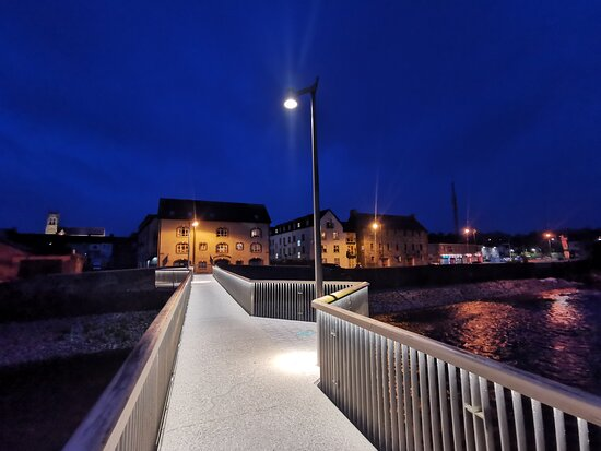 Bandon, Ierland: A few shots of the new footbridge and some of the window displays. A fantastic market town.