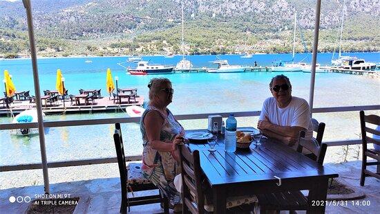 Gokova, Turkey: Sizi bilmem ama bu manzara çok hoşumuza gitti...