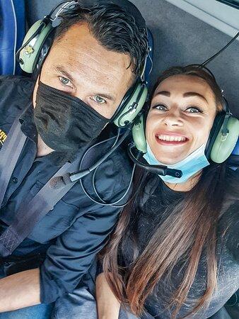 Disfruta en pareja de nuestros Tours en Helicóptero sobrevolando la Costa del Sol.