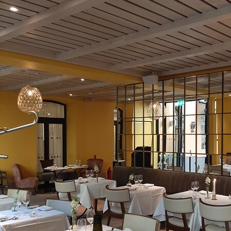 Bra restaurang, som inryms även i inglasad innergård. Lite ovanlig meny, men väldigt gott !
