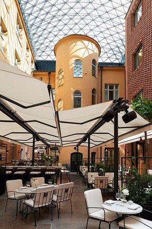 Courtyard / Bar