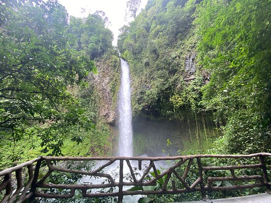 Combo La Fortuna Waterfall and Volcano Hike & Hotsprings: The waterfall