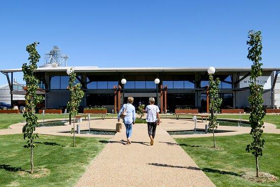 Leeton, Úc: Entrance of the Whitton Malt House cellardoor