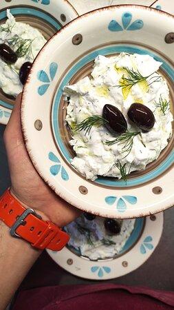 The best Greek dip tzatziki🇬🇷🧄🥣, homemade!