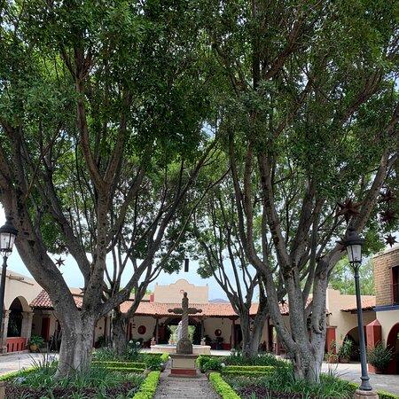 Huaxtla, Mexico: Bonitas instalaciones. Buen mantenimiento a los jardines.