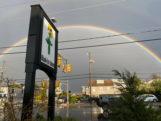 Harvey Cedars, نيو جيرسي: A rainbow after some sun showers on Mother's Day weekend 2021