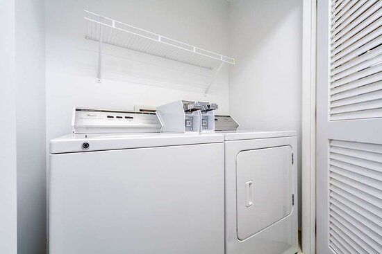 Sioux Center, IA: Guest laundry facilities