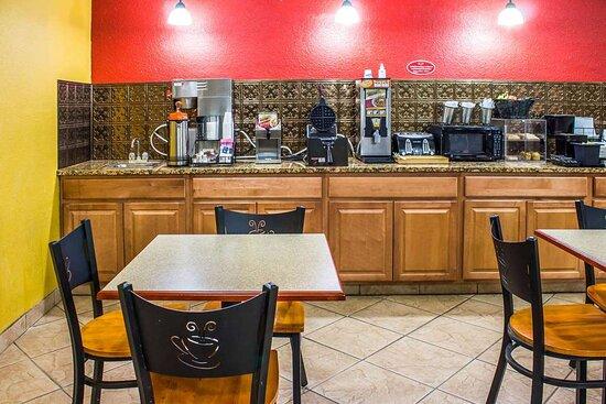 Walnut, IA: Breakfast area