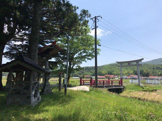 広島県, やはた大歳神社の拝殿に向かって左手から見た鳥居方向を見ました。
