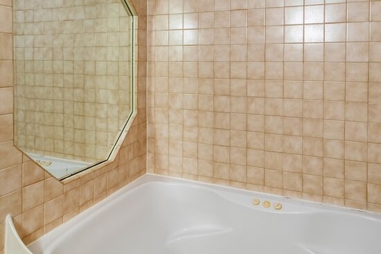 Taylorsville, IN: Jetted Tub