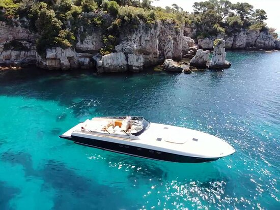 Terrific Itama 55 available for day charter, massive sunbeds,, hydr. swim platform, Italian design, Silver service...what else ?