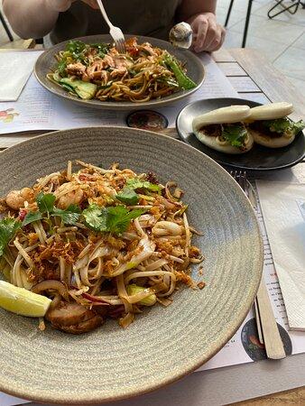 yaki udon | pad thai | kare burosu ramen - Ảnh về wagamama Roermond - Tripadvisor