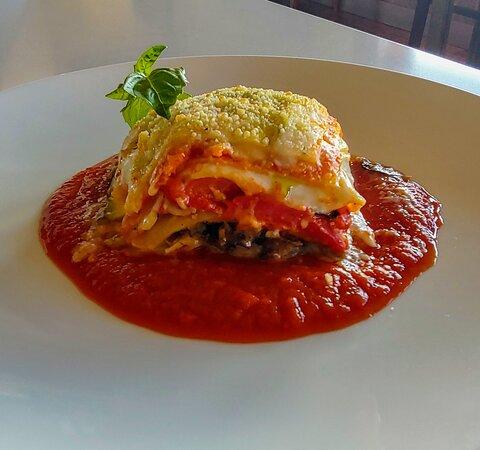 Lasagna Vegetariana  san marzano tomato marinara, béchamel sauce, sautéed mushrooms, roasted red bell pepper, sliced organic zucchini, asiago cheese, parmigiano, fresh basil (v)