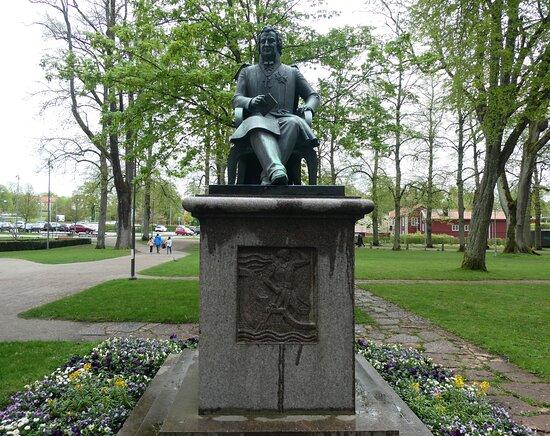 Statyn ''esaias Tegnér''