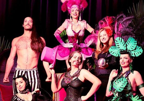 Região de Brisbane, Austrália: Cirque Illusionaire's talented team.