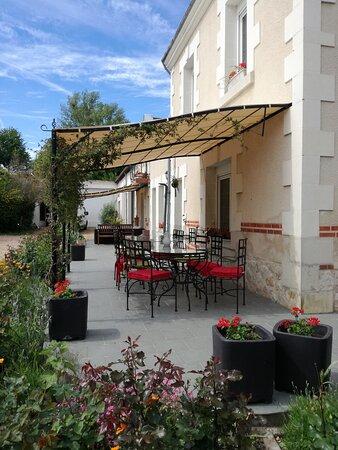 Couffy, France: Vue sur la terrasse