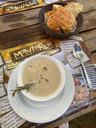 Korkuteli, Tyrkia: En güzel mantar çorbası ve ekmeği kesinlikle burada. herkese tavsiye ederim. uğramadan geçmeyin.