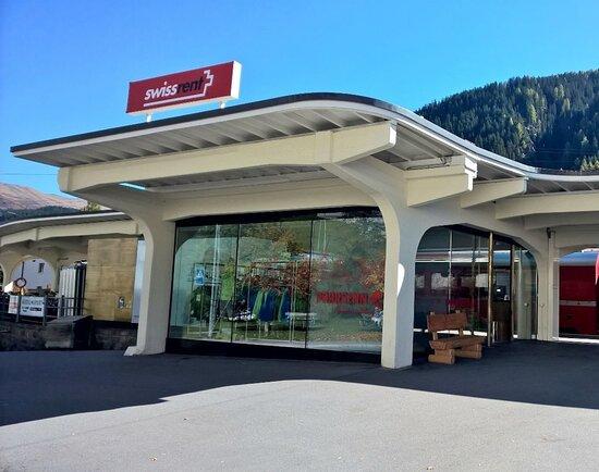 Swissrent Paarsenn Sports Bahnhof RhB
