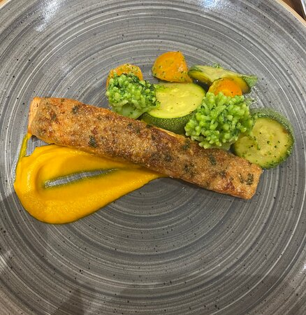 Salmon with carrot puree and boiled vegetables