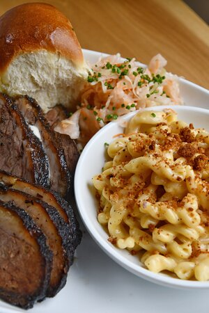 Shaker Heights, Ohio: Special of BBQ beer and mac and cheese