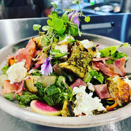 Benowa, Úc: Our Pesto Chicken Salad, not your ordinary salad because you won't leave this one behind unless you can't fit it in