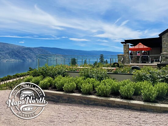 Peachland, Canada: Fitzpatrick Family Vineyards in Summerland is just a stone's throw away. Absolutely stunning views, and great wine! Especially if you like bubbles.