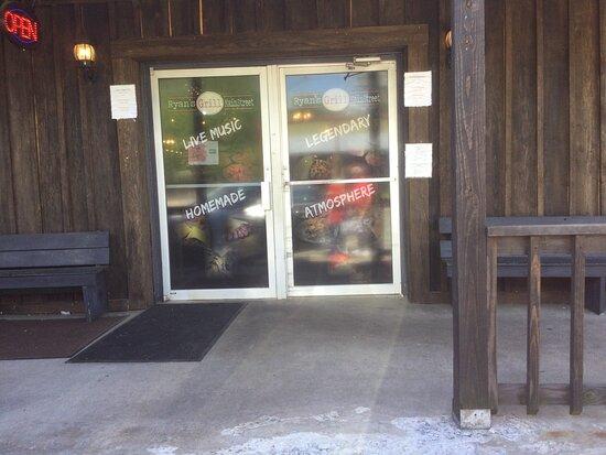 Leslie, AR: Front doors