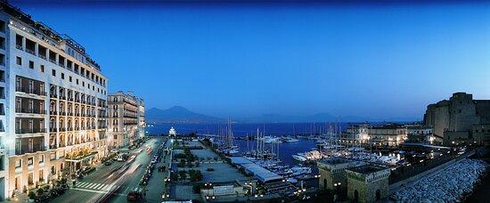 Grand Hotel Vesuvio, hoteles en Nápoles
