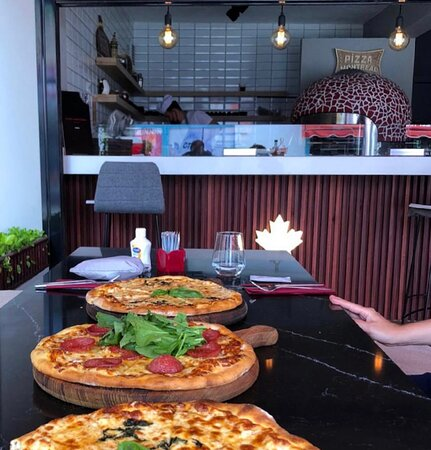Pizza Montreal ambians