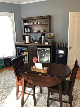 Dining area with coffee, tea, cold drinks, cookies and ice available all day