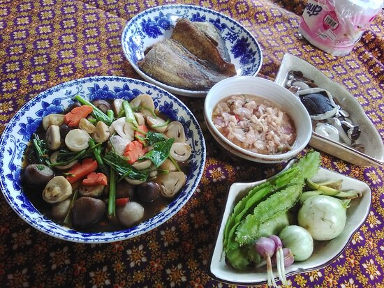 Surat Thani Province, Thailand: เรามีออฟฟิศทัวร์ใช้ชื่อไข่จังเกิ้ล และที่พัก เต้นท์และบังกะโลไม้ไผ่  พร้อมอาหาร ช่วงโควิดเปิดบริการเหมือนเดิมค่ะ   ท่านละ400พร้อมอาหารเช้าค่ะ
