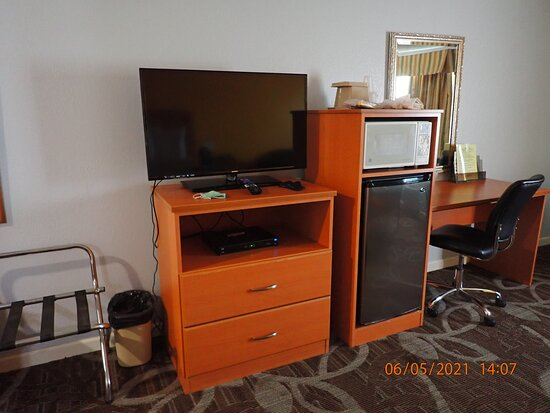 King City, CA: desk, fridge, microwave, TV