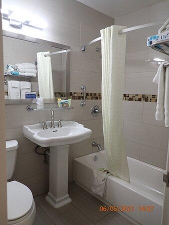 King City, CA: bathroom