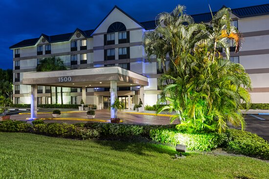 Holiday Inn Express & Suites Fort Lauderdale N - Exec Airport