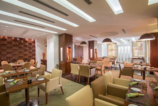 クラウン プラザ ソハー ホテル