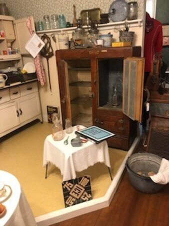 Adel, IA: Kitchen items and an ice box