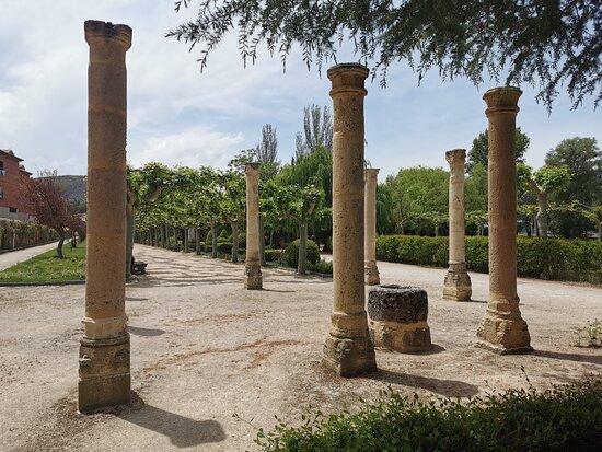 Casa Del Arcediano Puerta Y Columnas.