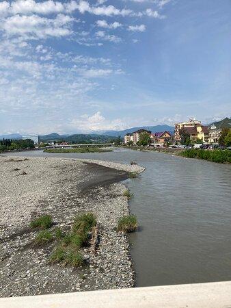 Река Мзымта , вдоль которой идти к морю