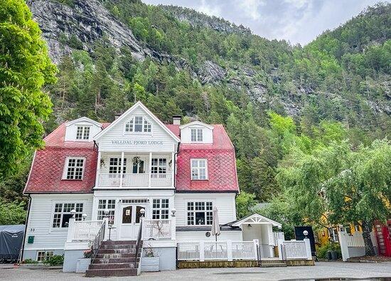 Valldal Fjord Lodge