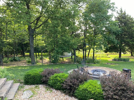 Pleasanton, KS: Another beautiful view from your private patio in the wine country room