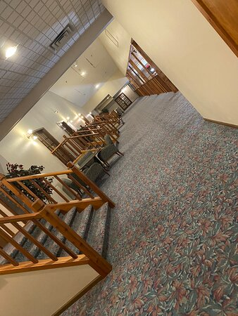 Hutchinson, Minnesota: Love the separate stairs to each separate suite. It had a whirlpool tub that fit us both. It was romantic and suite.