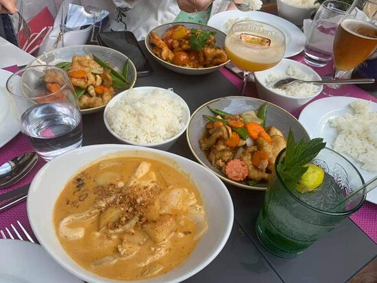 Hoisin Duck Rolls and Saba's famous Massaman Curry  - Ảnh của Saba, Baggot Street, Dublin - Tripadvisor