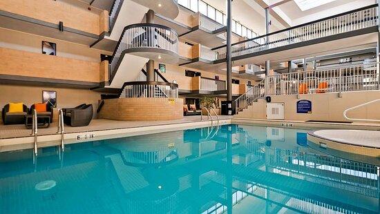 Best Western Plus Village Park Inn, hoteles en Calgary